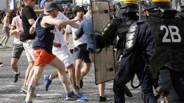 Полиция Марселя начала применять водомёты