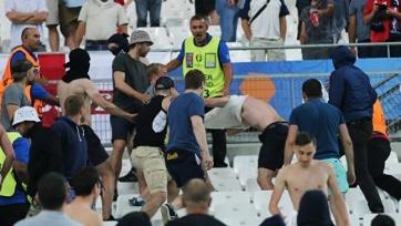 Депортированные из Франции российские фанаты прибыли в Москву