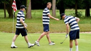 Форварды сборной Англии сыграли в гольф