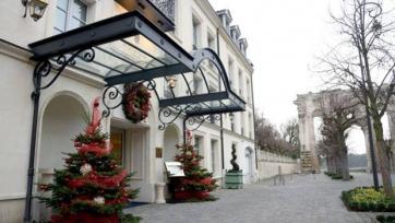 Французы поселили англичан в отель с привидениями?