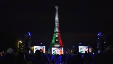 Эйфелева башня окрасилась в цвета итальянского флага