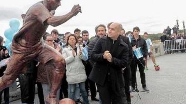 В столице Аргентины установили статую Месси