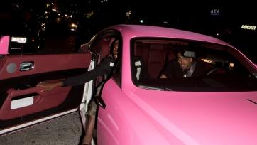 Поль Погба отдыхает в Голливуде, француз прокатился на розовом автомобиле