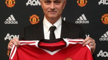 Жозе Моуринью отказался подписать футболку «Челси» (видео)