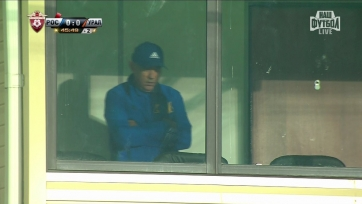 Курбан Бердыев следит за матчем «Ростова» с трибуны, он одет в форму клуба
