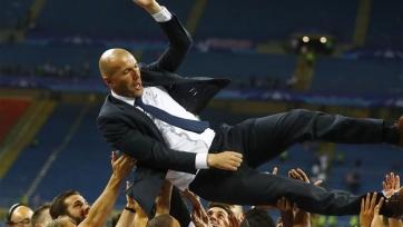 Зидан стал пятым человеком, который завоевал Суперкубок Европы и в качестве футболиста, и в качестве тренера
