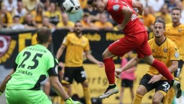 В матче Кубка Германии фанаты выкинули на поле несколько бычьих голов