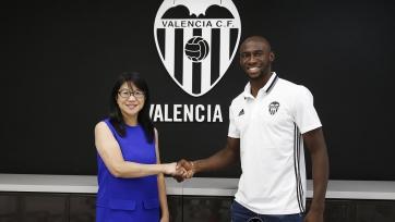 Официально: «Валенсия» арендовала Мангала