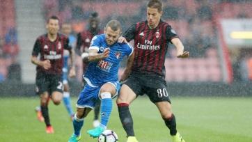 «Милан» одолел «Борнмут», Уилшир дебютировал за «вишен»