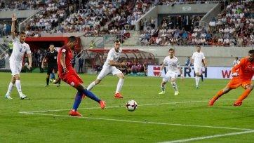 Англичане в большинстве смогли дожать сборную Словакии