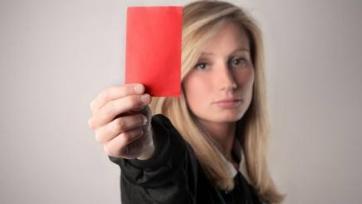 В матче регионального каталонского первенства судья показал красную карточку болельщику