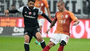 «Бешикташ» ушёл от поражения в матче с «Галатасараем», проигрывая два мяча