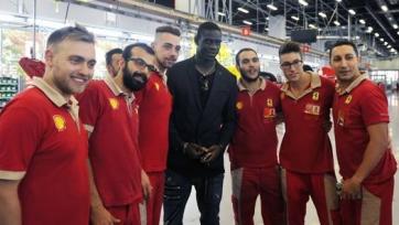 Марио Балотелли посетил завод Ferrari