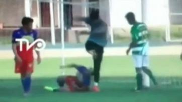 В Чили вратаря дисквалифицировали на четыре года за удар ногой в лицо лежавшему сопернику (видео)