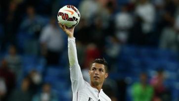 Роналду на матче своего сына подавал мячи (видео)