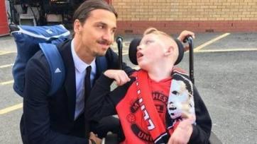 Десятилетний парализованный фанат «МЮ» дождался Златана Ибрагимовича после матча со «Стоком», чтобы сфотографироваться с ним