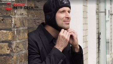 Петр Чех выпустил коллекцию зимних шапок, стилизованных под его шлем