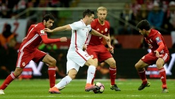 Армения в меньшинстве не смогла удержать ничью в матче со сборной Польши