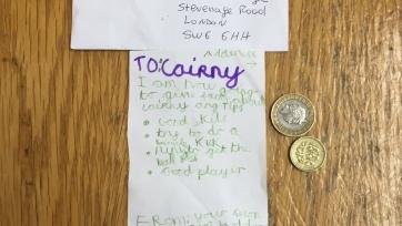 Маленький фанат «Фулхэма» отдал свои карманные деньги игроку команды, чтобы тот научил его играть
