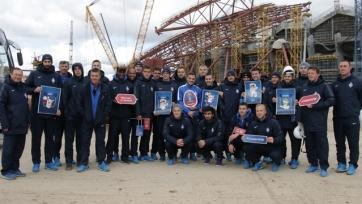 Игроки «Крыльев Советов» посетили стройку «Самара Арены» и сыграли в футбол со строителями