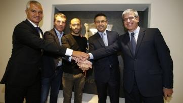 Официально: Маскерано продлил договор с «Барсой»