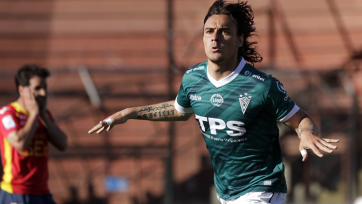 Футболист чилийского клуба ударил фаната команды соперника (видео)