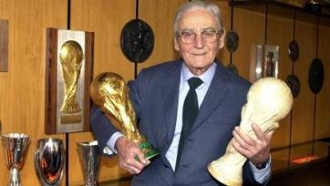 Скончался скульптор, создавший Кубок мира и множество других трофеев
