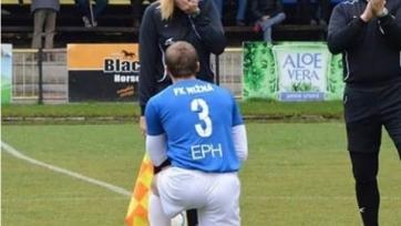 В Словакии футболист сделал предложение девушке-лайнсмену прямо во время матча