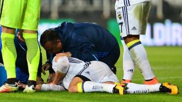 Ван Перси получил тяжёлую травму и может потерять зрение на один глаз