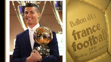 Роналду выиграл Золотой мяч по версии France Football