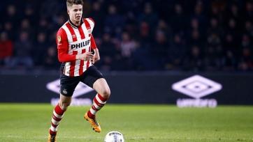 Ван Гинкел продлил договор с «Челси» и отправился в аренду в ПСВ