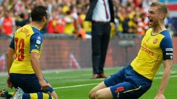 Венгер объявил, что «Арсенал» продлит контракты с Касорлой и Мертезакером
