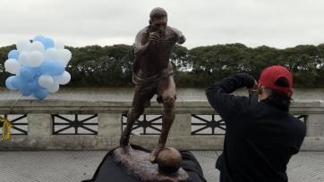Хулиганы разбили статую Месси в Буэнос-Айресе