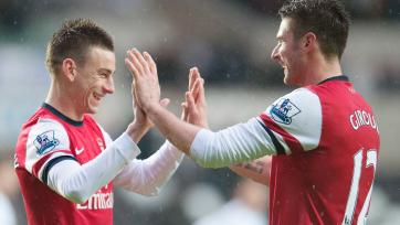 Официально: «Арсенал» продлил контракты с Жиру, Кокленом и Косельни
