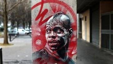 Один из самых известных уличных художников написал портрет Балотелли, который попал в музей спорта Франции
