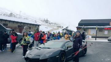 Роналду не смог крутить руль Lamborghini из-за боли в руке