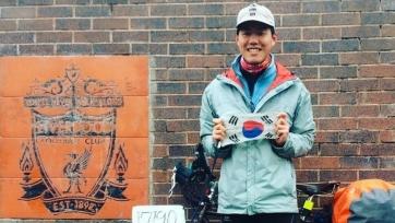 Болельщик «Ливерпуля» проехал на велосипеде 10 тысяч миль, чтобы поддержать команду