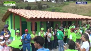 Колумбийский мальчик получил в подарок дом за то, что помог спасти шесть человек в катастрофе «Шапекоэнсе»
