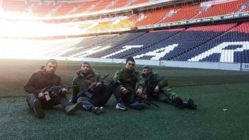 Люди с оружием окружили стадион и базу «Шахтёра»