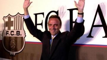 Экс-президент «Барселоны» выполнил обещание и искупался в холодном море