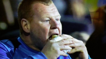 Экс-голкипер «Саттон Юнайтед» теперь продаёт сэндвичи
