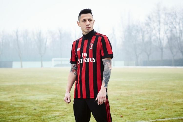 «Милан» представил новую домашнюю форму (фото)