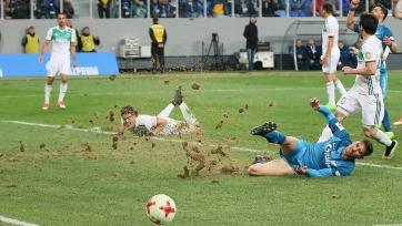 Рахимов подтвердил, что газон на «Крестовском» просто ужасен