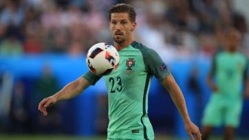 «Тоттенхэм» начал переговоры по хавбеку сборной Португалии