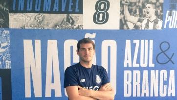 Официально: Касильяс продлил контракт с «Порту»