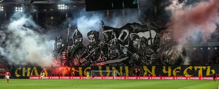 Свиные головы, сожжённые перфомансы и похищения фанатов. Почему дерби ЦСКА – «Спартак» – лучшее, что есть в российском футболе