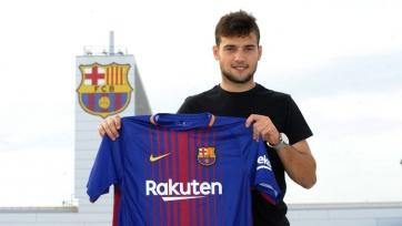 Официально: «Барселона» подписала хавбека «Вальядолида»