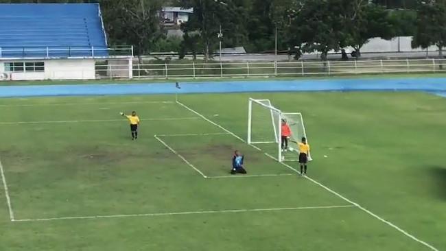В Таиланде вратарь забил невероятный пенальти