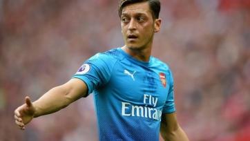 Экс-игрок «Арсенала» заявил, что Озил мысленно уже покинул команду