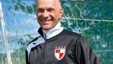 Сарычев: «Учитывая игру наших футболистов, может, и нужно для профилактики бить их палками»